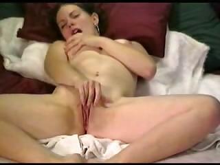 Девушки мастурбируют дома в частном порно на ПорноНа ТВ