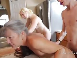 Смотреть бесплатно домашний секс в троем