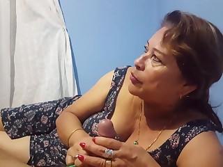 blondinka-masturbiruet-pornofilmi-s-zrelimi