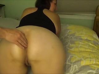 Мать учит дочь сексу