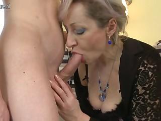 Порно с большегрудой телкой смотреть